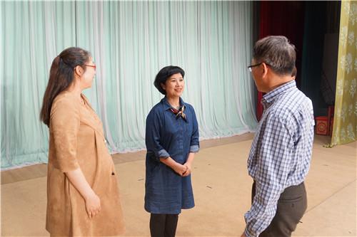 他们激动地表示感谢国家京剧院三团为学校带来这一场